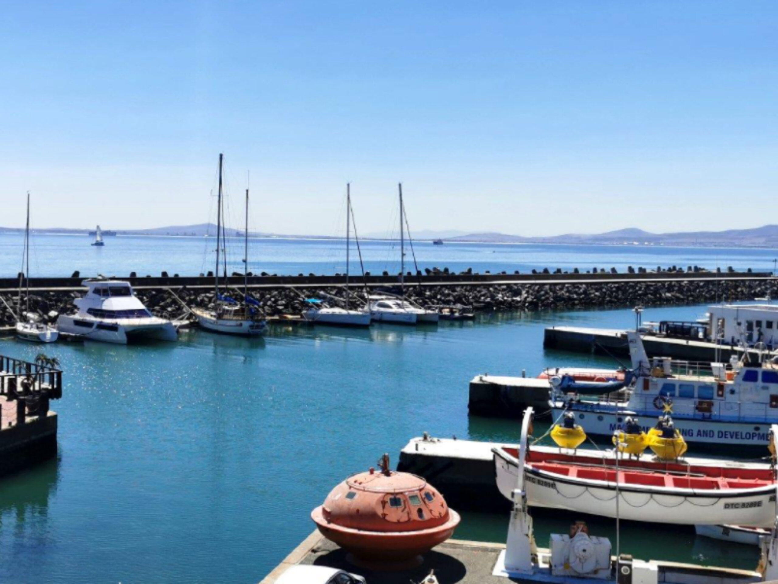 225 m² Office Space to Rent Waterfront I The Nautica