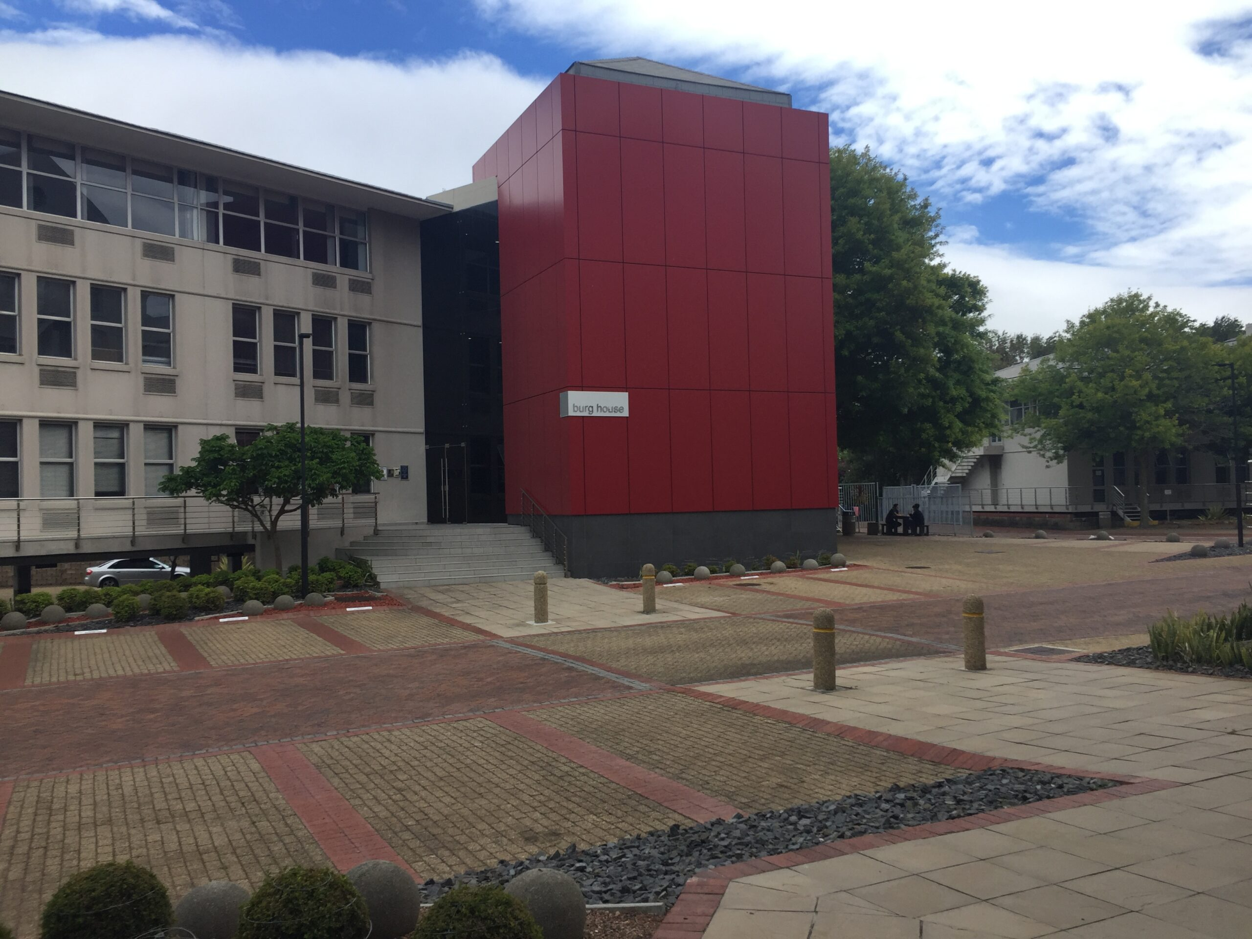 548 m² Office Space to Rent Belmont Office Park Rondebosch
