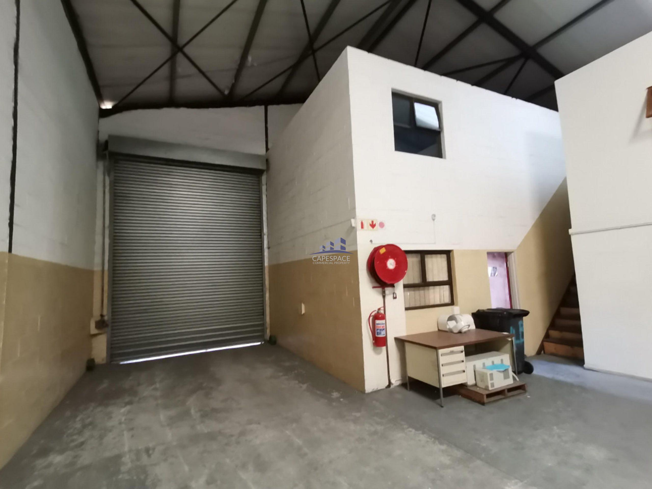 400 m² Warehouse to Rent Stikland Industria