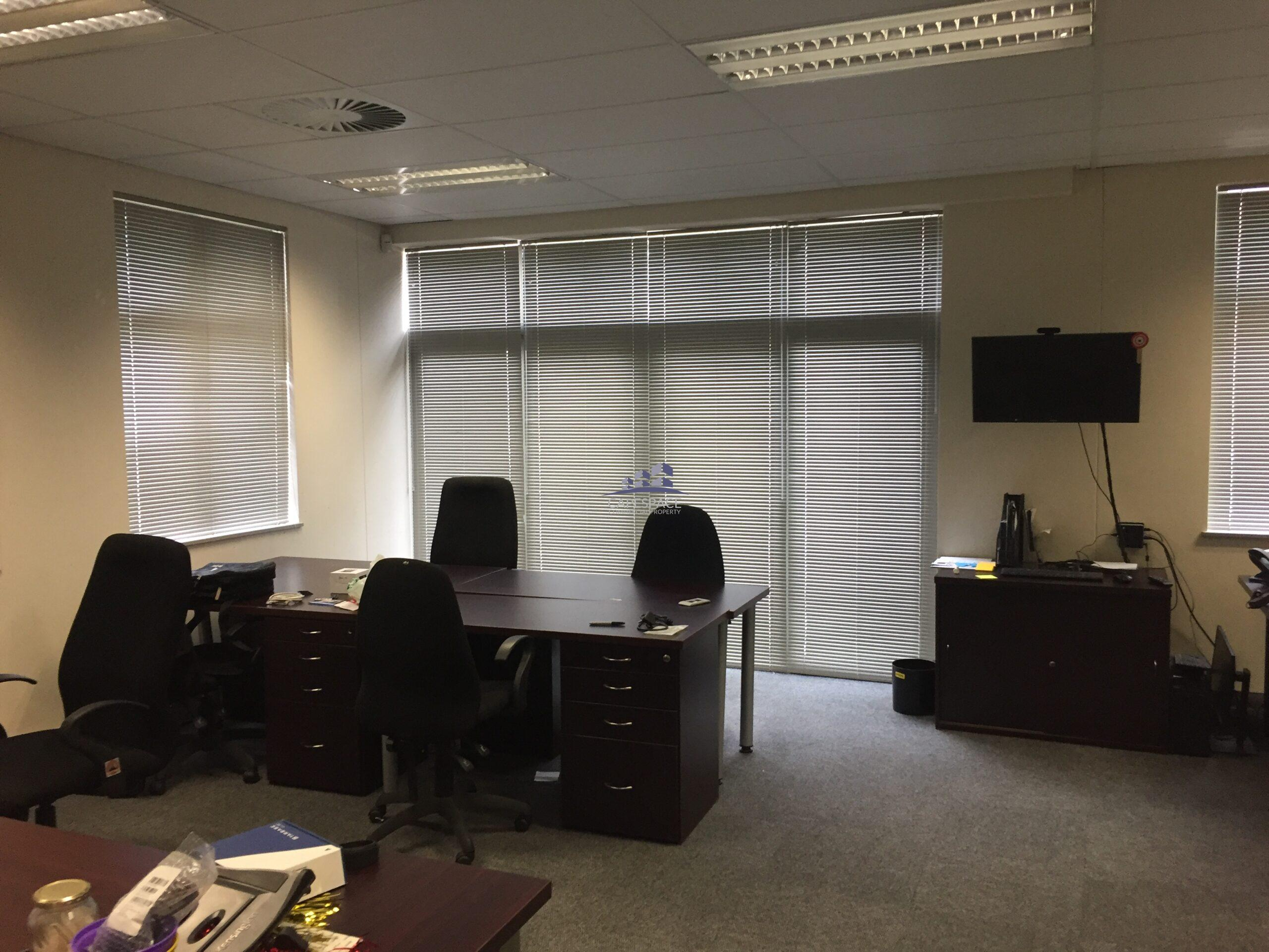 168 m² Office Space to Rent Century City Piccadilly House