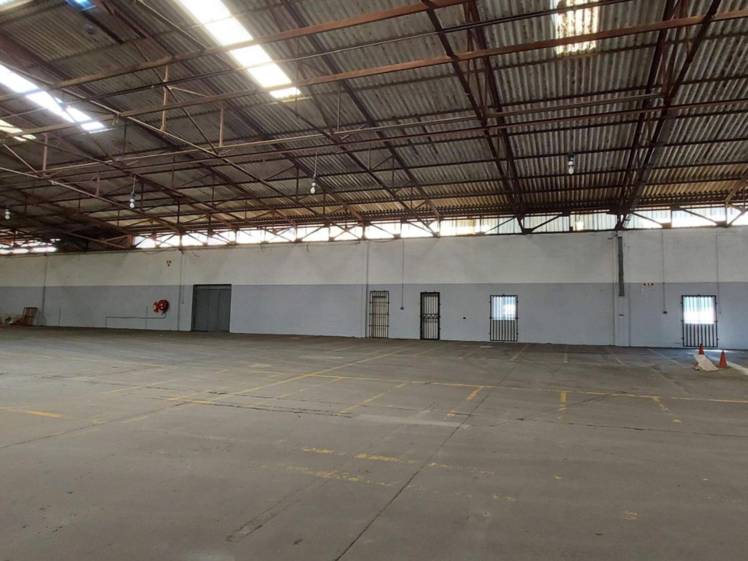 1,716 m² Warehouse to Rent Parow Industria I 33 Ring Road